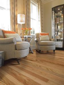 CI-Shaw_Newton-Red-Oak-flooring-traditional-chairs_s3x4.jpg.rend.hgtvcom.1280.1707